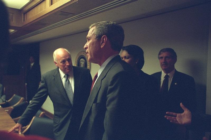 Novas imagens mostram reação de Bush após atentados de 11 de setembro - 2
