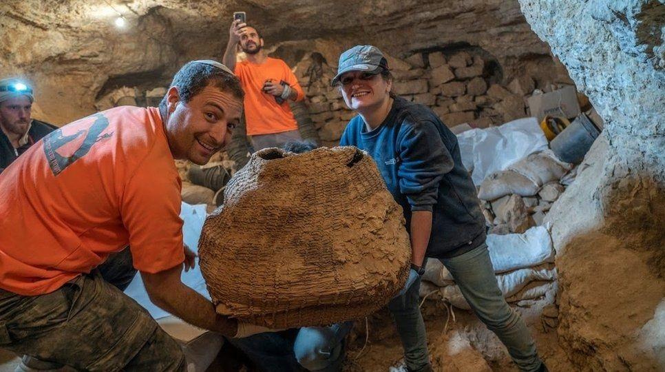 Pesquisadores tentam desvendar mistério da cesta de 10 mil anos encontrada em israel - 1