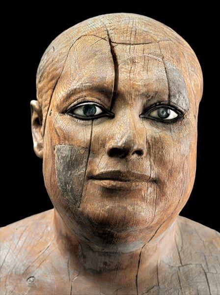 A extraordinária descoberta da estátua egípcia de madeira com olhos de cristal - 2