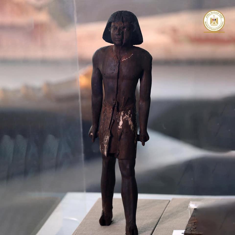 Outros 100 sarcófagos lacrados de mais de 2500 anos são encontrados no Egito - 3