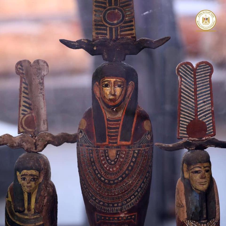 Outros 100 sarcófagos lacrados de mais de 2500 anos são encontrados no Egito - 2