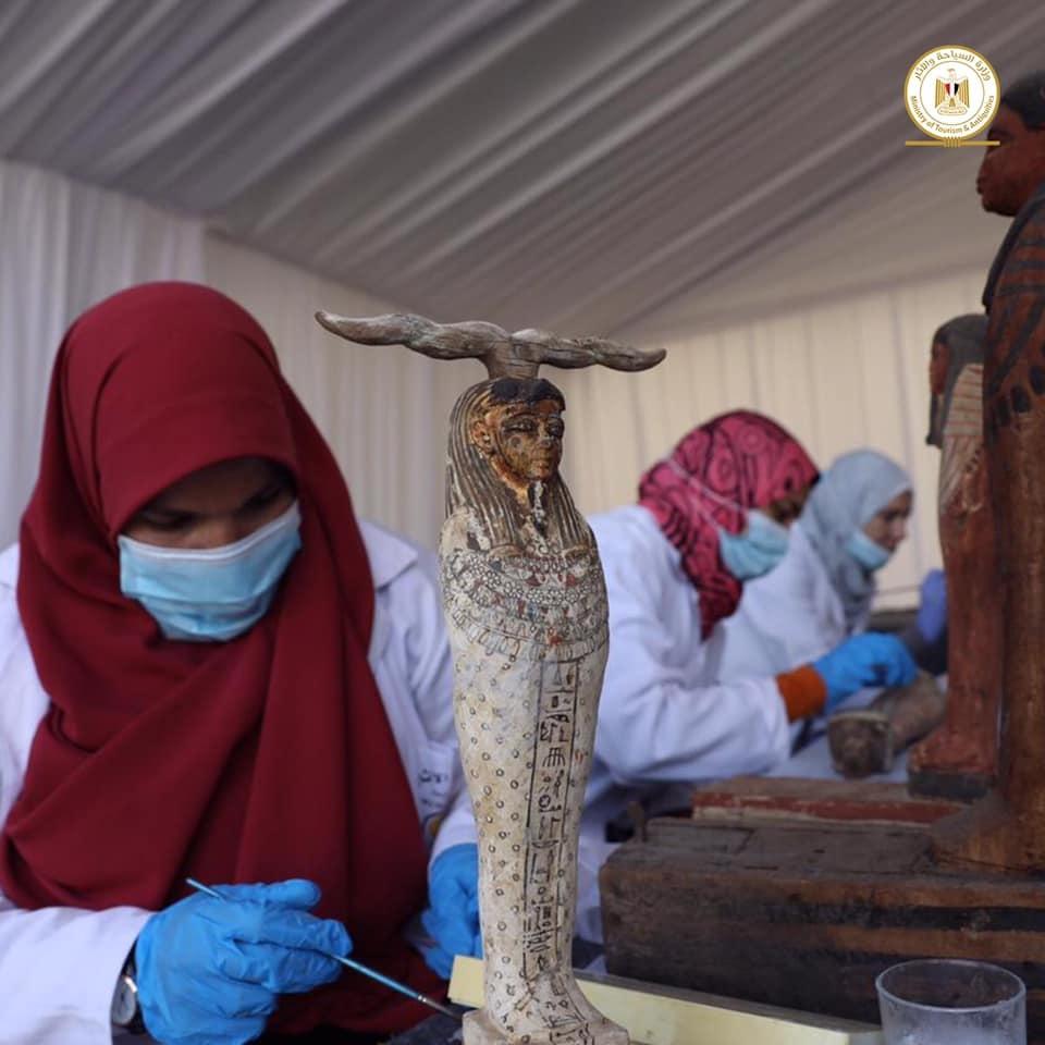 Outros 100 sarcófagos lacrados de mais de 2500 anos são encontrados no Egito - 6