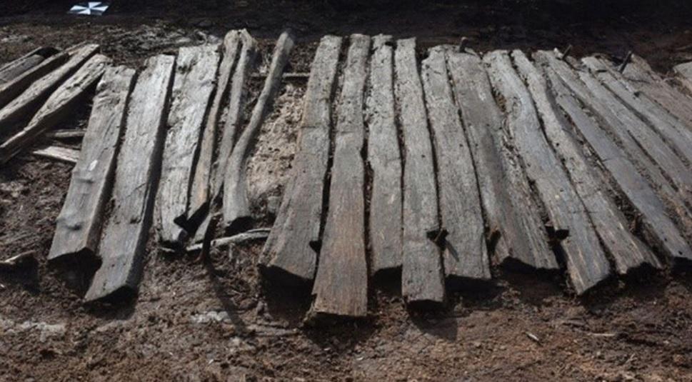 Sandália de dois mil anos é encontrada presa na lama na Alemanha - 1
