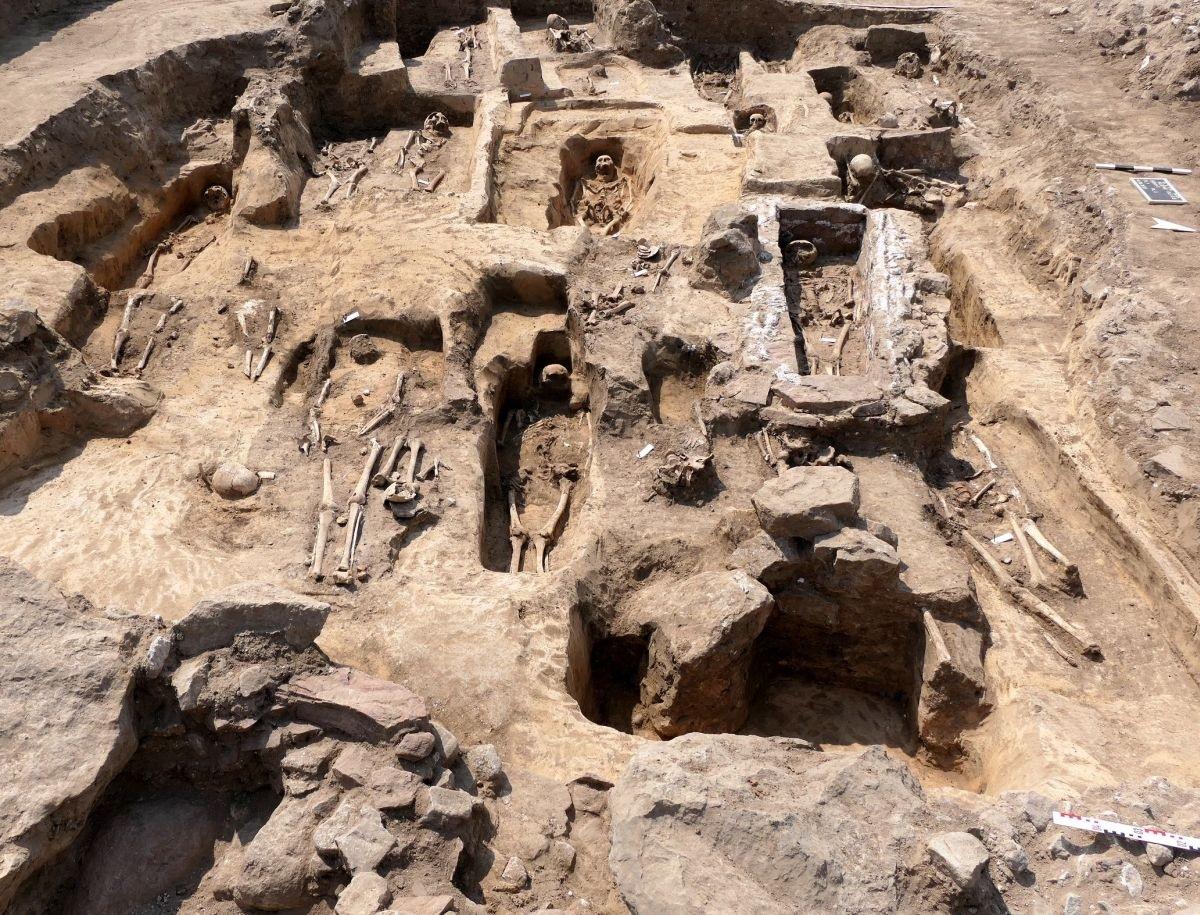 Igreja milenar erguida por monarca do Sacro Império Romano é encontrada sob milharal - 1