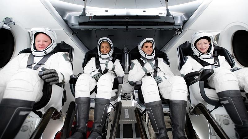 Foguete de Elon Musk irá levar quatro turistas ao espaço nesta quarta-feira - 1