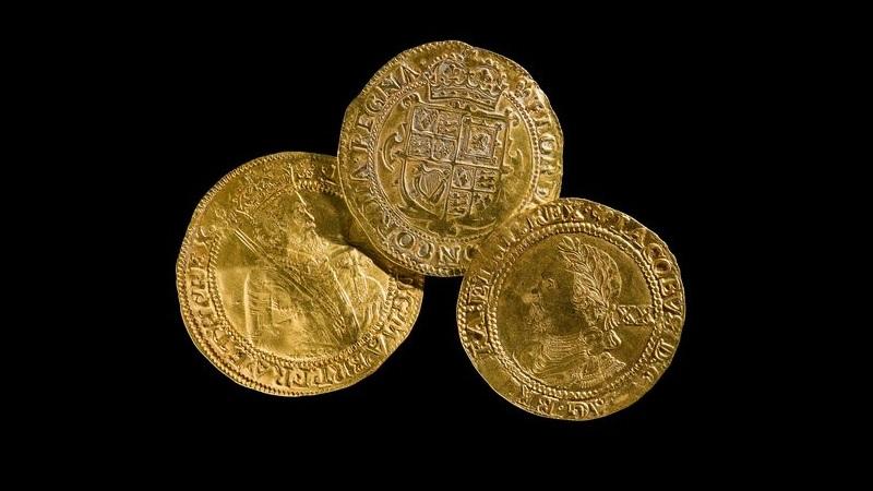 Anel medieval com emblema macabro de caveira é encontrado no País de Gales - 1