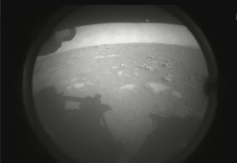 Sonda da NASA envia primeiras imagens de Marte após pousar no Planeta Vermelho - 1