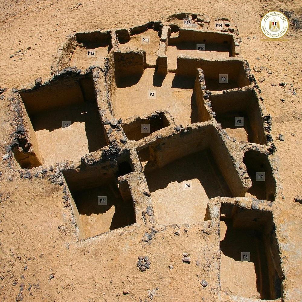 Ruínas de igrejas cristãs milenares são encontradas em deserto no Egito - 3
