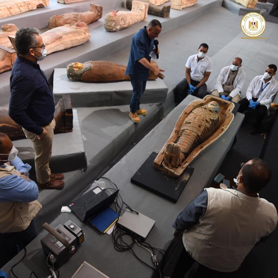 Outros 100 sarcófagos lacrados de mais de 2500 anos são encontrados no Egito - 5