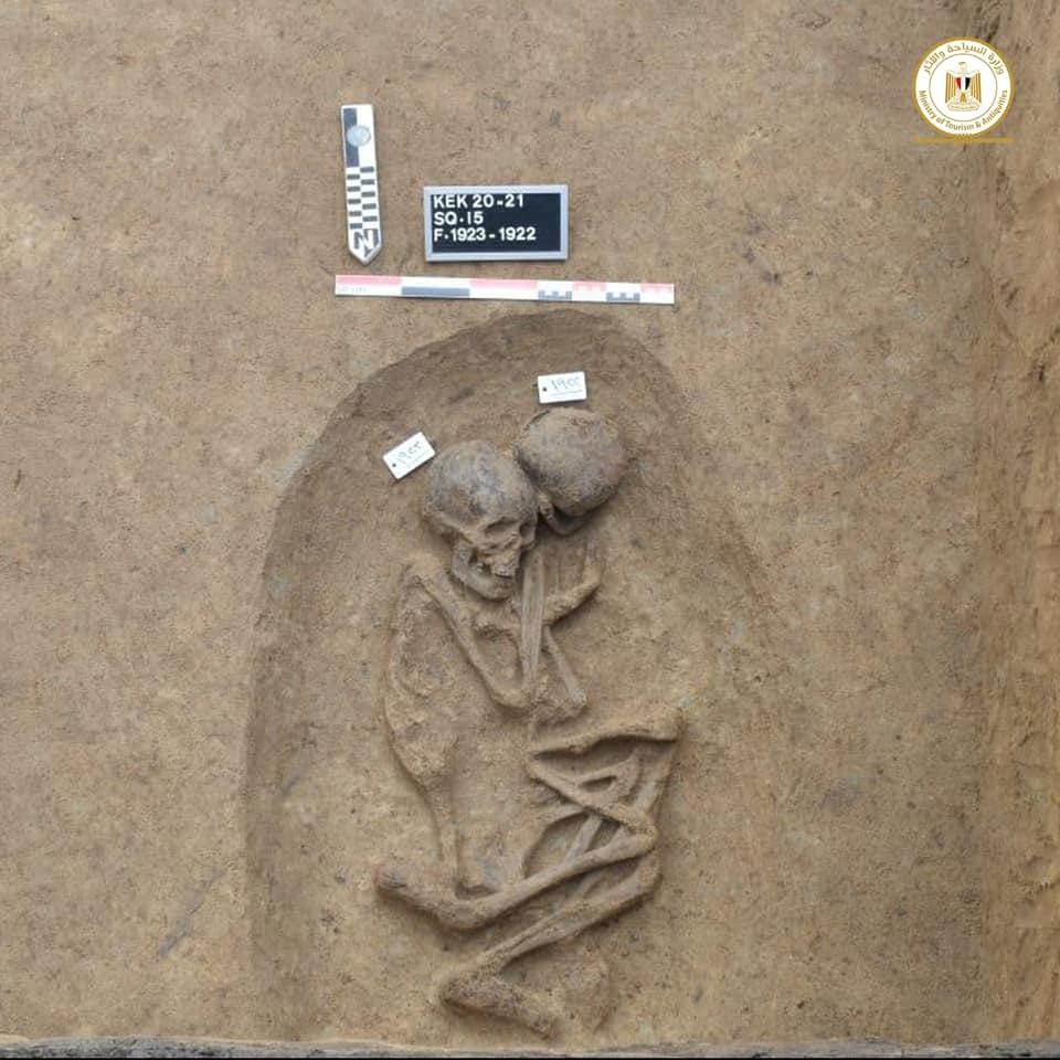 Arqueólogos egípcios encontram 110 tumbas milenares no delta do Rio Nilo - 1