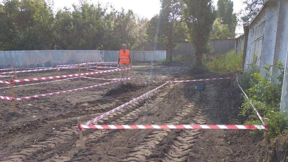 Vala comum com ossadas de milhares de vítimas de Stálin é encontrada na Ucrânia - 1